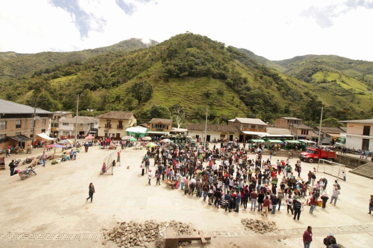 Campesinos protegen el macizo colombiano